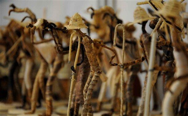 Mersin'de düzenlenen '2. Avrasya el sanatları ve hediyelik eşya günleri' fuarı, 30 ülkeden 200 firmanın katilimi ile acildi.