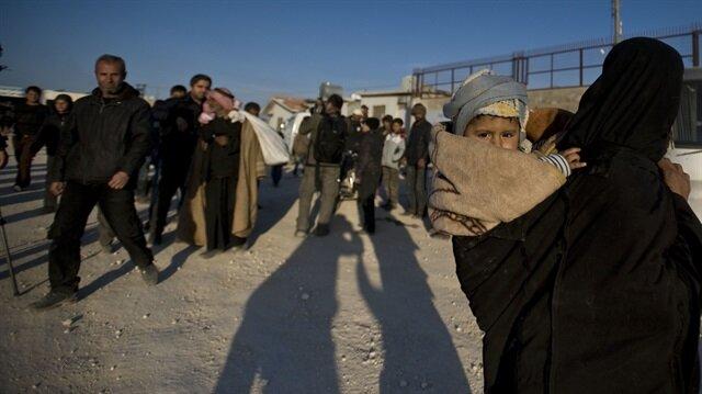On binlerce Suriyeli sınırda