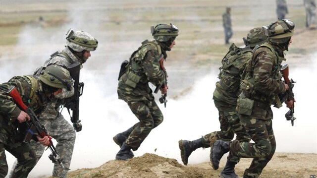 Azerbaycan Ermeni mevzilerini vurdu