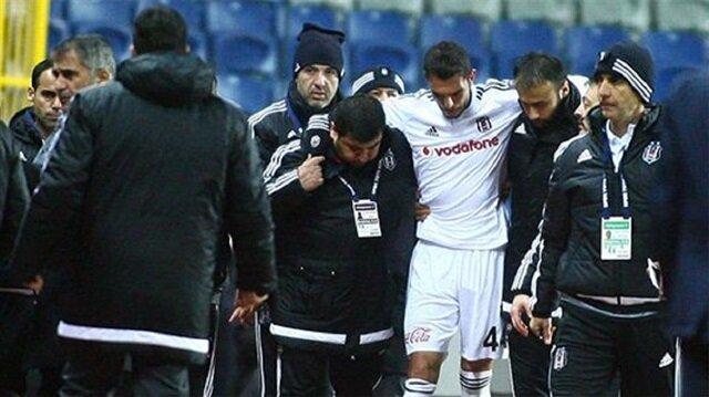 Beşiktaş'ın yıldızı hastaneye kaldırıldı