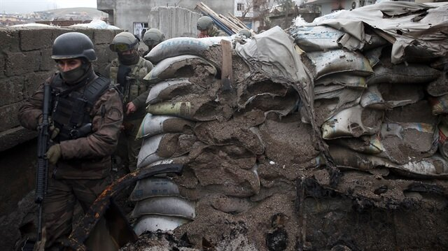 Sur'da çatışma: 2 şehit, 2 yaralı