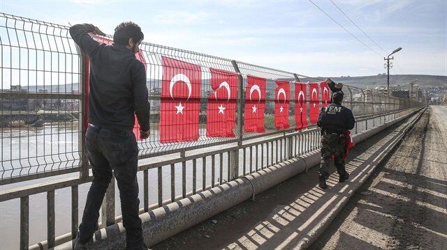 Cizre Türk bayraklarıyla donatıldı