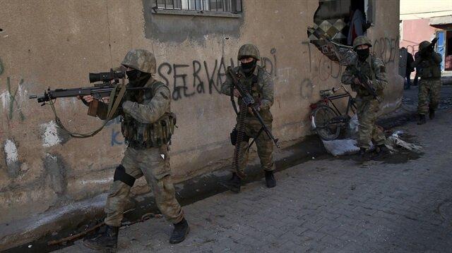 Sur'da keskin nişancı terörist öldürüldü