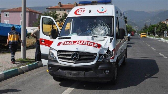 Teröristler ambulansa ateş açtı