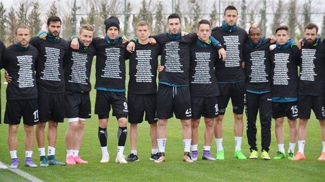 Konyaspor idmana siyah tişörtle çıktı