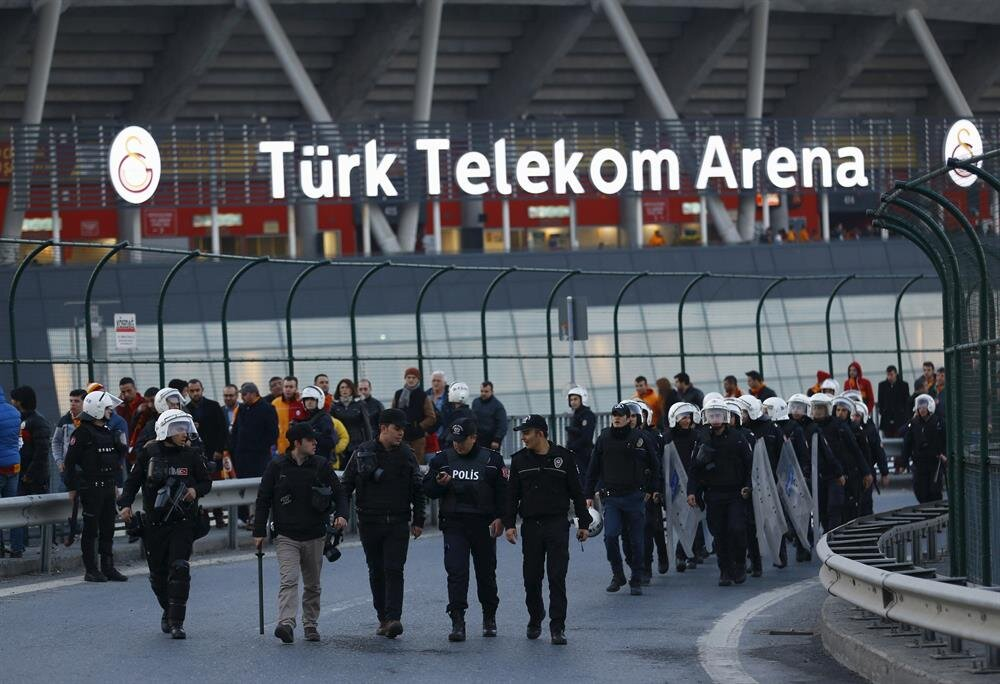http://image.yenisafak.com/resim/imagecrop/2016/04/04/02/23/resized_21bf7-2016-03-20t172726z_2038202742_gf10000353301_rtrmadp_3_turkey-blast-soccer.jpg