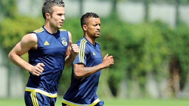 Hollandalı yıldız Fenerbahçe formasıyla çıktığı 27 maçta 11 gol 2 assistlik performans sergiledi.