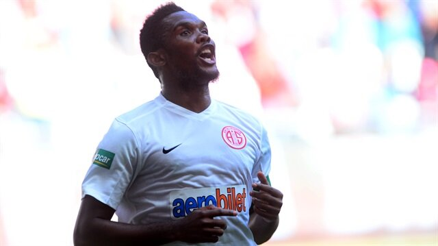 Antalyaspor Michael Essien'i transfer etmek istiyor