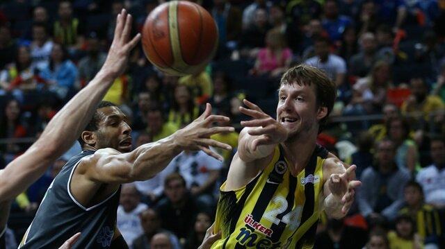 Vesely döndü<br/>Fenerbahçe farklı kazandı