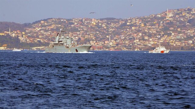 Russian warship passes through Bosphorus with tight security