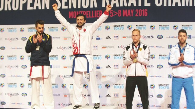 Karatede madalya yağmuru
