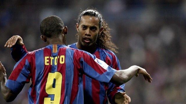 Samuel Eto'o ve Ronaldinho Barcelona'da birlikte forma giymişti. Hücum hattında beraber forma giyen ikili için dünyanın en etkili hücum ikilisi yorumları yapılmıştı.