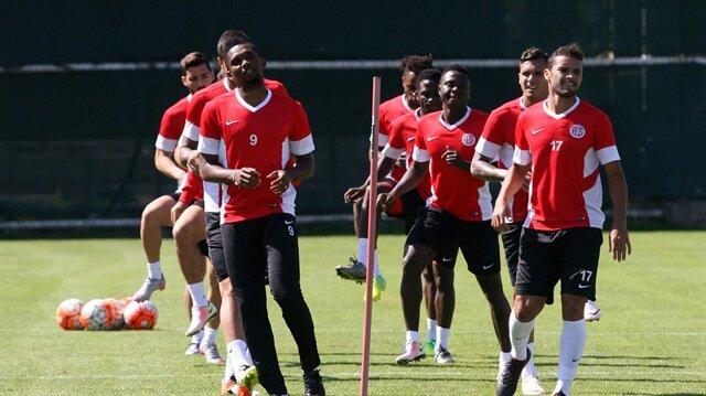 'Antalyaspor Ronaldinho ile anlaştı'