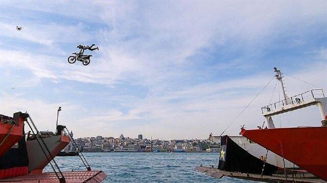 İstanbul Boğazı'nda <br/>rekor atlayış