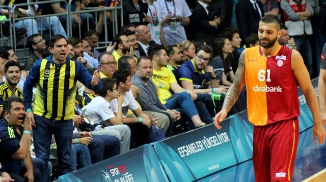 Göksenin'den<br/>Fenerbahçe'ye gönderme