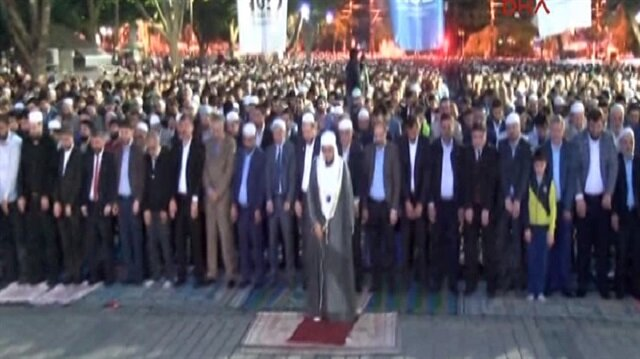 Thousands perform conquest prayer in front of Hagia Sophia