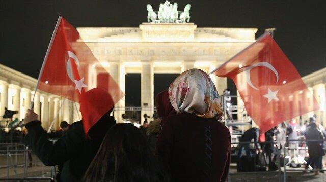 Gurbetçiler Almanya'da harekete geçti