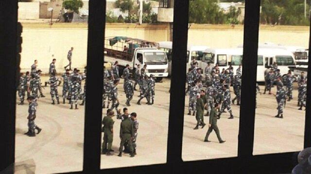 Mahkumlar rejim güçlerini esir aldı