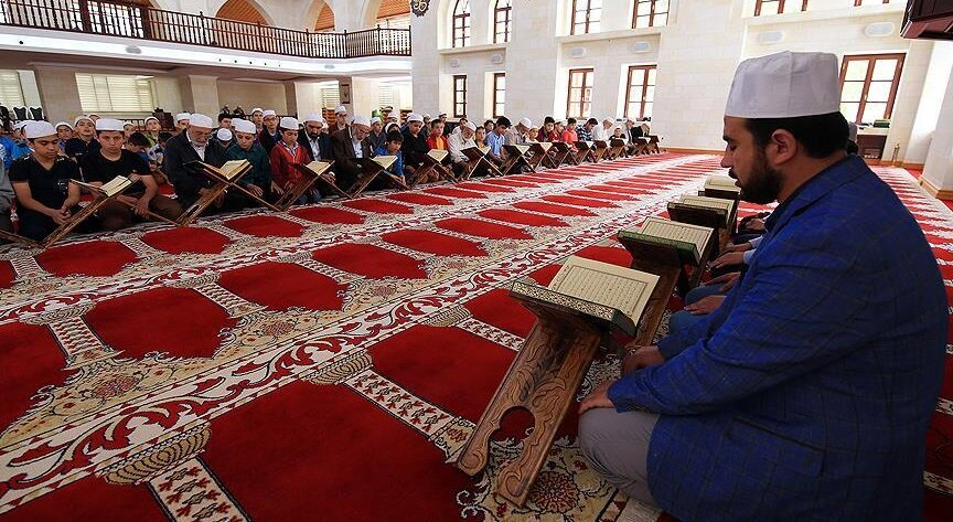 İslam dünyasında yaşatılan mukabele geleneğinde esasta bir değişiklik yoktur.Ancak bölgelere göre farklılıklar teşkil eder.