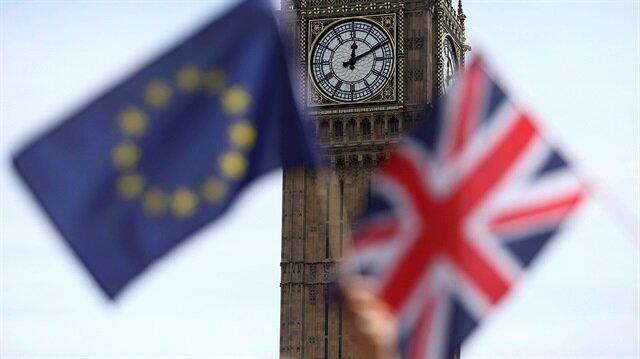 İngiltere'de referandum sandıkları açıldı, sandıktan 'hayır' oyu çıktı.