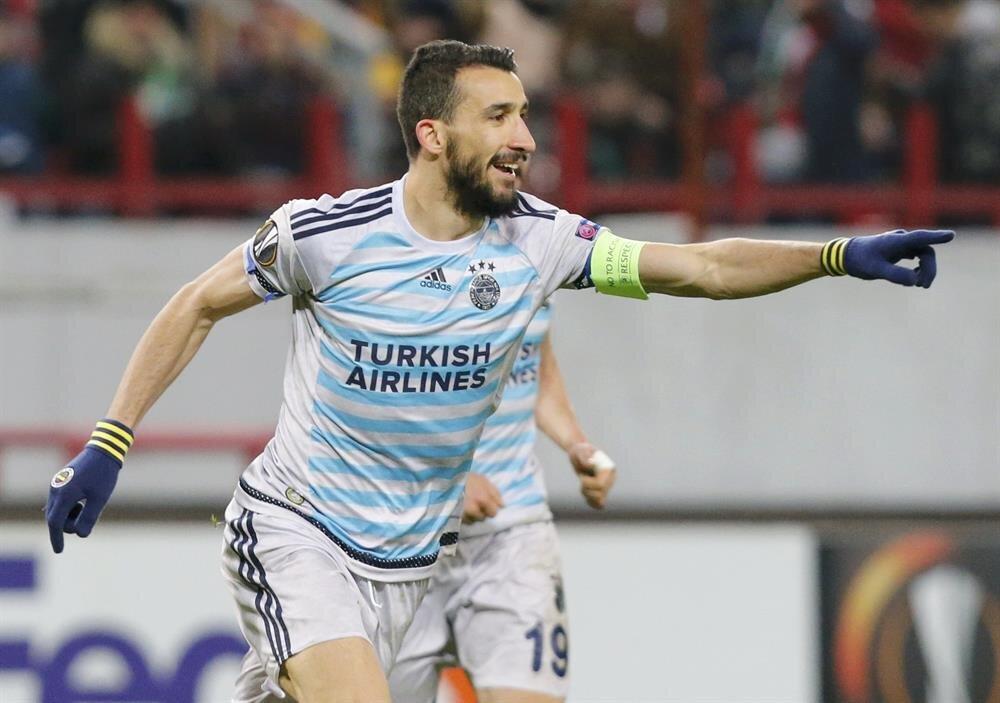 Mehmet Topal 4 yıl daha Fenerbahçe'de kalacak.
