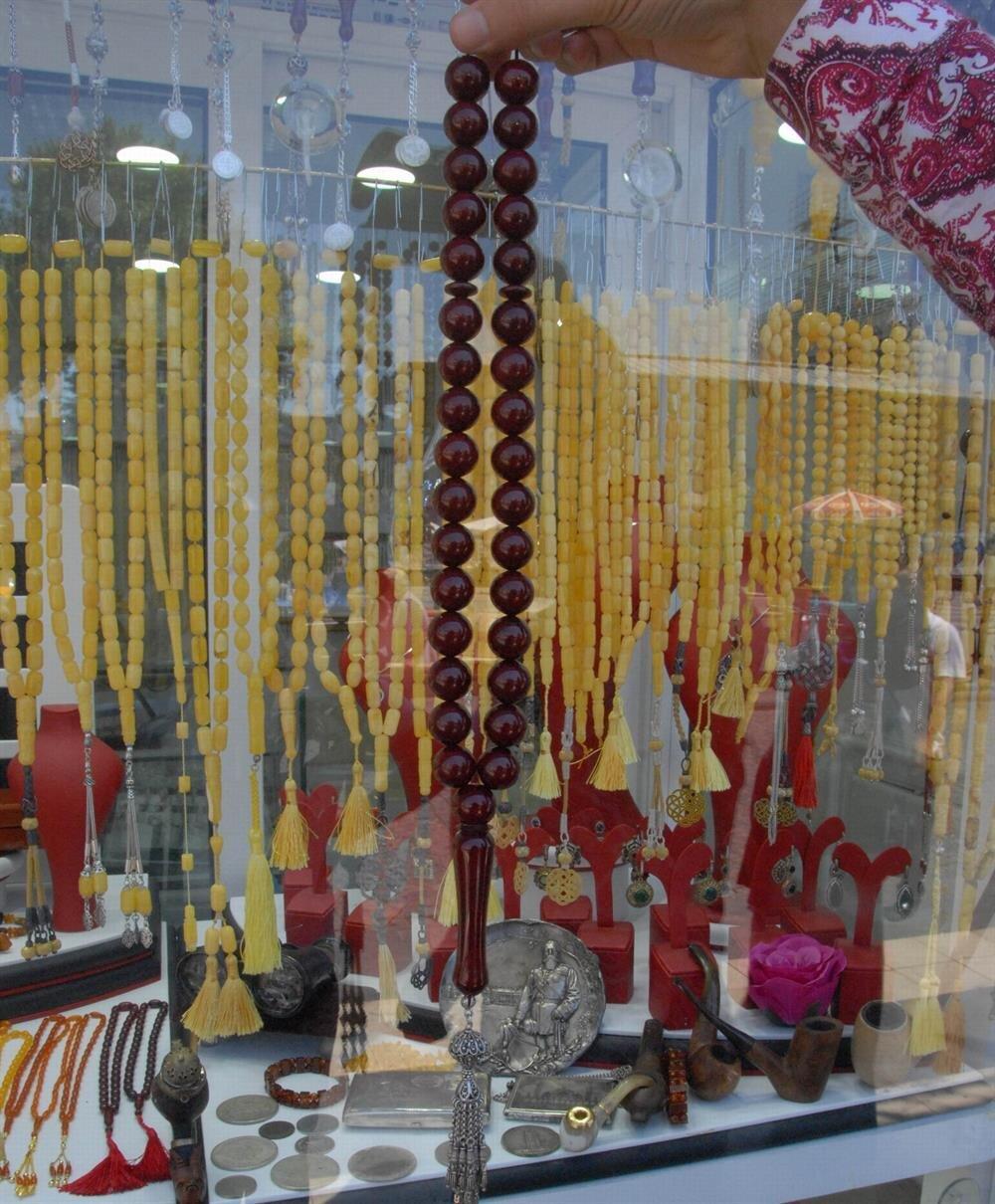 Dükkandaki ürünlerin tamamı, 500 bin lirayı geçiyor.