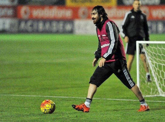 Veli Kavlak geçtiğimiz sezon Beşiktaş'ta yaşadığı sakatlıklar sebebiyle fazla forma şansı bulamadı.