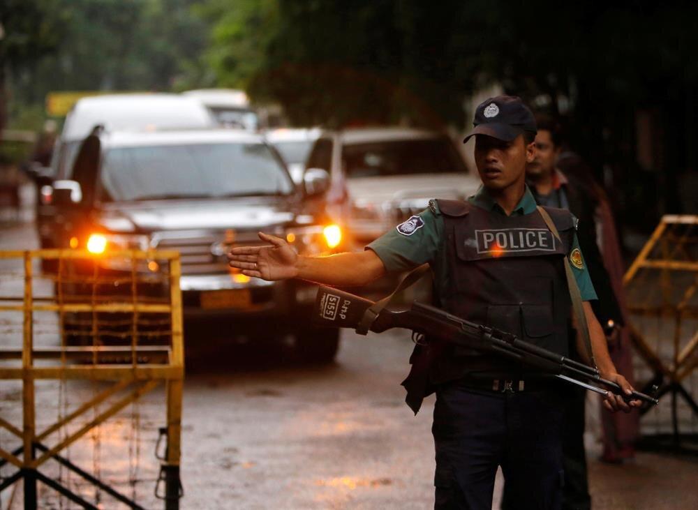 Bangladeş'in başkenti Dakka'daki diplomatik bölgede bir restoranda yaklaşık 35 kişinin rehin alınması eyleminde 20 rehinenin yaşamını yitirdi.