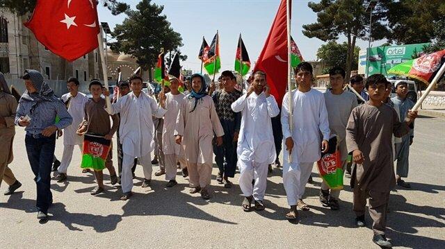Afganistan'da yüzler Türkiye için toplandı