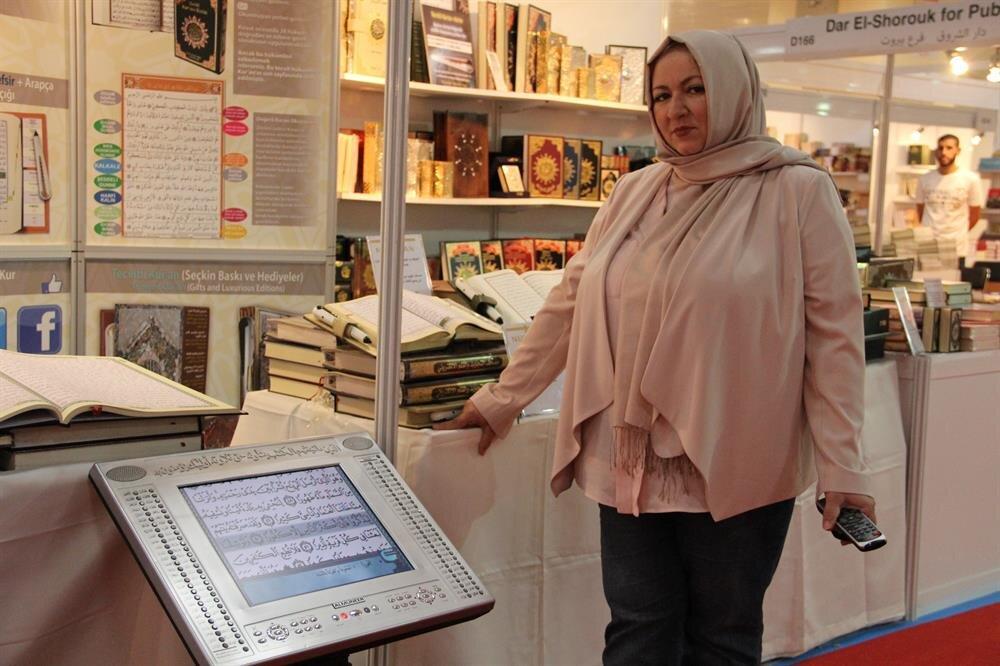 İman Taha, dijital Kur-an'ı Kerim'de pek çok tefsirin olduğunu söylüyor.