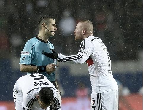 Gökhan Töreli West Ham'ın maçında düdük Mete Kalkavan'da...