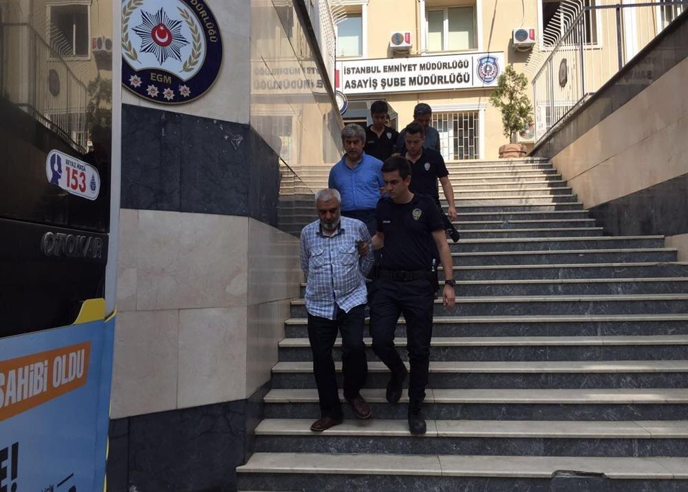 Ali Bulaç, Asayiş Şube Müdürlüğü ekiplerince Emniyet Binası'ndan çıkarılırken böyle görüntülendi.