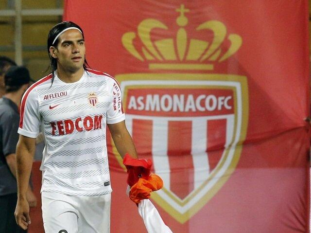 Radamel Falcao, Temmuz 2013'te Atletico Madrid'den Monaco'ya 43 milyon euroya transfer olmuştu. İlk sezonunda 19 maçta 11 gol atan futbolcu sakatlığı dolayısıyla bir çok maçta forma giyememişti. 2014-2015 sezonu başında Manchester United'a kiralanan futbolcu sonra ki sene de Chelse'nin yolunu tuttu.