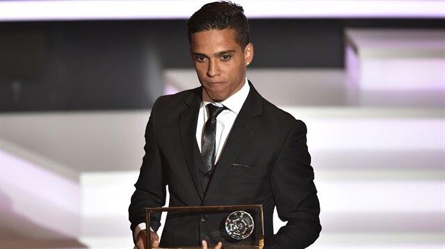Puskas ödüllü yıldız <br/>futbolu bıraktı