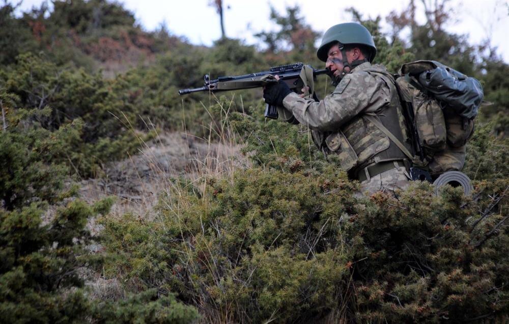 Teröristlerin başka bölgelere kaçma ihtimali üzerine Tokat'ta da asker teyakkuza geçti.