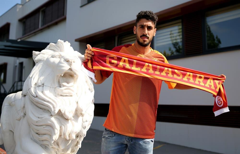 Galatasaray'ın yeni transferi Tolga Ciğerci 27 numaralı formayı giyecek.