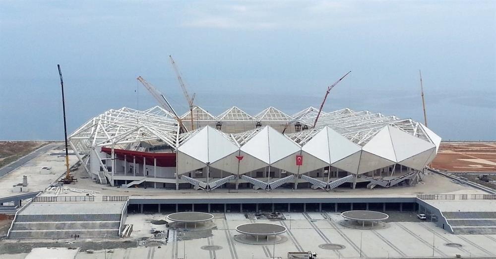 Trabzonspor'un yeni stadı Akyazı Arena'nın sezonun ilk yarısında açılması bekleniyor.