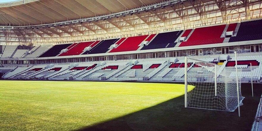 Gaziantep Kamil Ocak Arena'da çimler serildi.