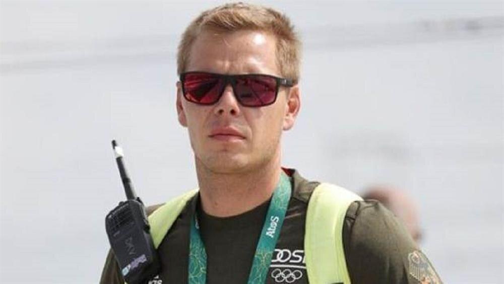 Henze, Almanya Olimpiyat Takımı ile 2004 Atina Olimpiyatları'nda kano slalom branşında sporcu olarak mücadele etmiş ve gümüş madalya kazanmıştı.
