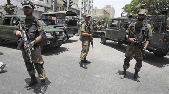 Pakistan'da polise saldırı: 6 ölü