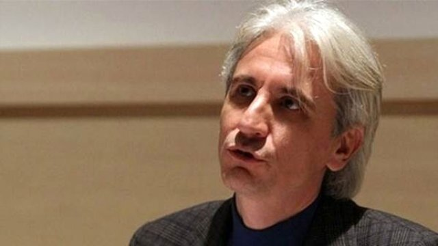 FETÖ'cü eski savcı Gültekin Avcı'nın yakalanmadan önce çekilen fotoğrafında saçlarının beyaz olduğu görülüyor.