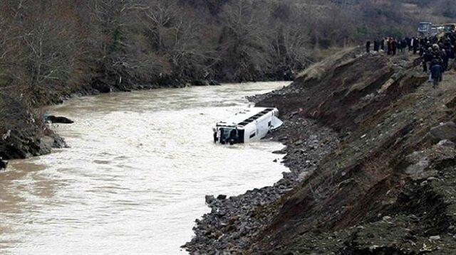 Nepal'de otobüs nehre düştü: 20 ölü