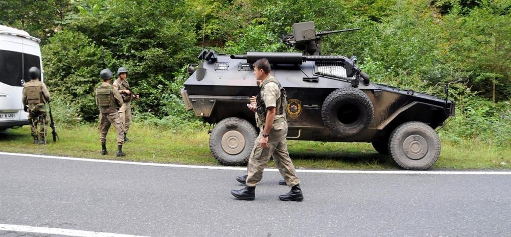 Operayona Özel Harekat polislerinin yanı sıra Jandarma ekipleri de katıldı.