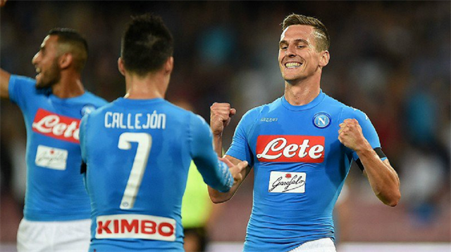 Napoli <br/>Milan'ı dağıttı