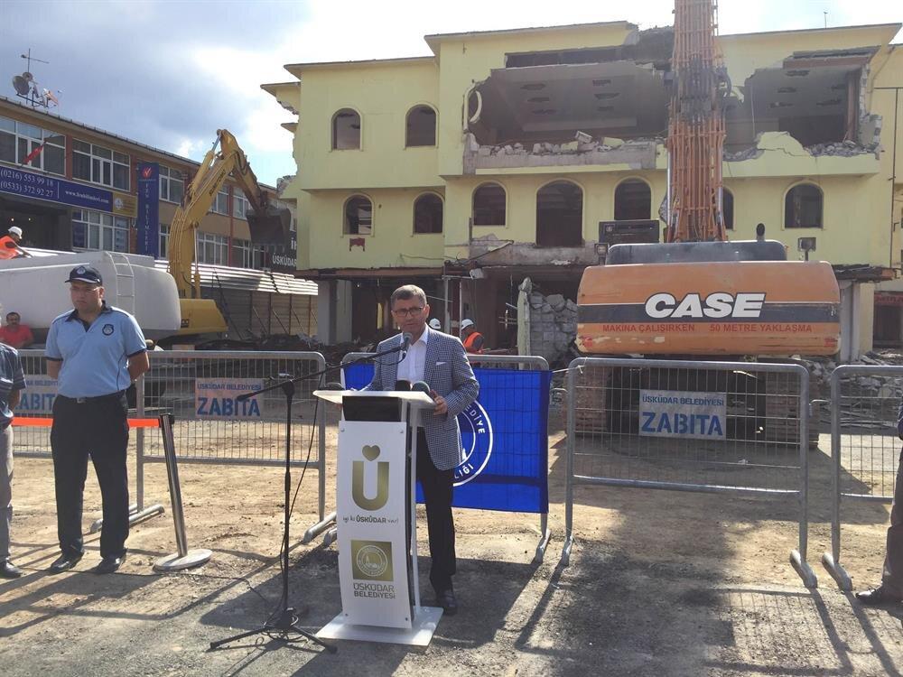 Üsküdar Meydan Projesi için ilk yıkım başladı. Üsküdar Belediye Başkanı Hilmi Türkmen açıklamalarda bulundu.
