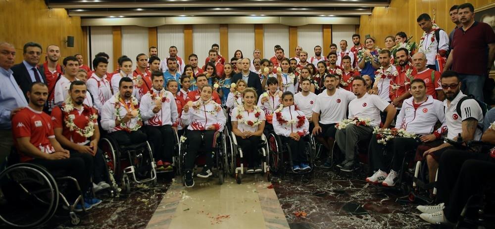 Türkiye, oyunlarda 3 altının yanı sıra 1 gümüş ve 5 bronz madalya kazanmıştı.