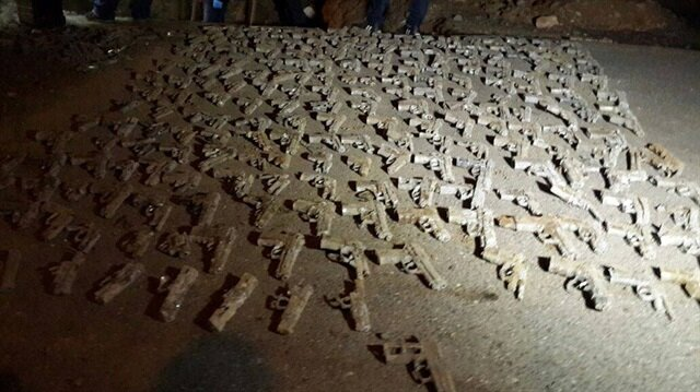 Üsküdar Burhaniye'de toprak altından 250 silah çıktı