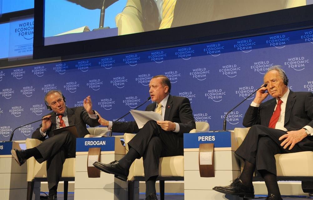 Şubat 2009'da İsveç'in Davos kentinde dönemin Başbakanı Recep Tayyip Erdoğan, İsrail Cumhurbaşkanı'na yaptığı 'One minute' çıkışıyla dünyada büyük yankı uyandırmıştı.