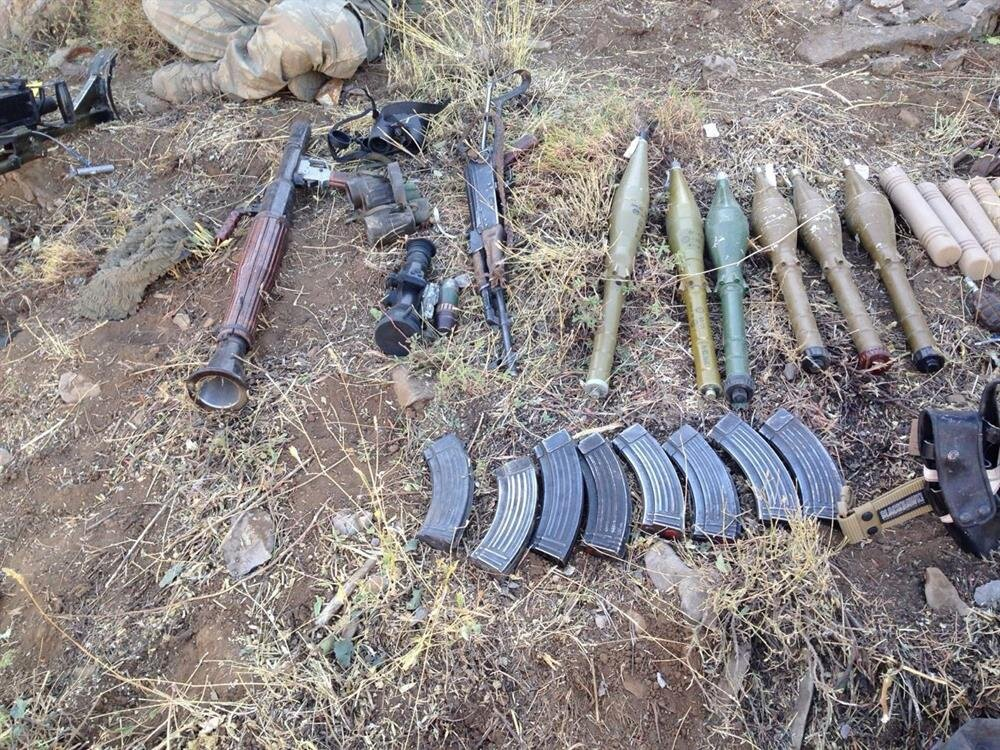 Teröristlere ait çok sayıda mühimmat yakalandı.