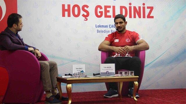 Olimpiyat Şampiyonu Milli Güreşçimiz Taha Akgül, Bağcılar Belediyesi'nin düzenlediği 'Spor Söyleşisi'nde öğrencilerin sorularını cevapladı.